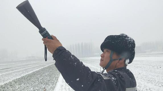 北京博电新能风雪中筑起保电长城