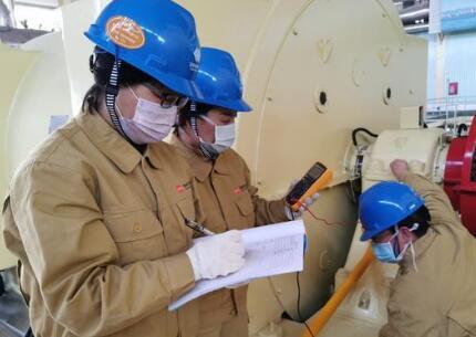 国华电力绥中电厂开展2号机组并网后发电机轴电压测量工作