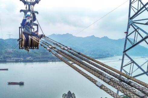 昆柳龙直流工程完成跨越北江清远段放线