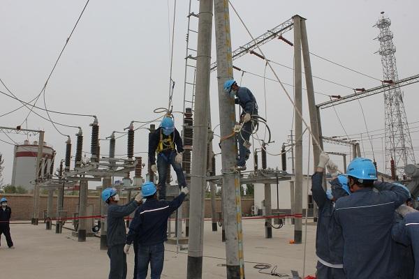 兵团一师电力公司输变电工区组织开展高空应急救援演练