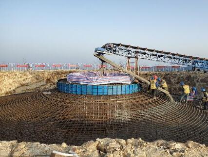 湖南芙蓉山风电二期项目完成首台风机基础浇筑