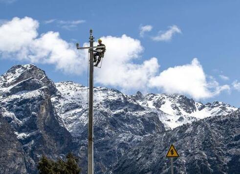 国网安徽电力援藏队伍加快让容湖景区供电线路建设