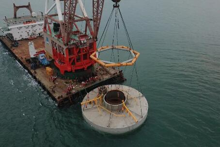 世界首例海上风电桩-桶复合基础负压桶安装成功