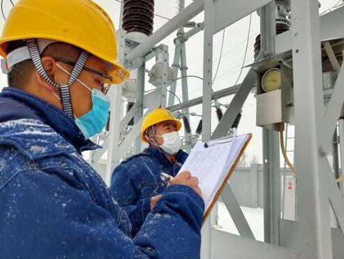 黑龙江电力公司战风斗雪确保电网安全