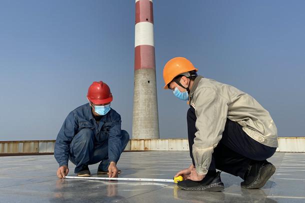 国家能源集团福建泉州热电公司开展防雨棚漏雨隐患治理