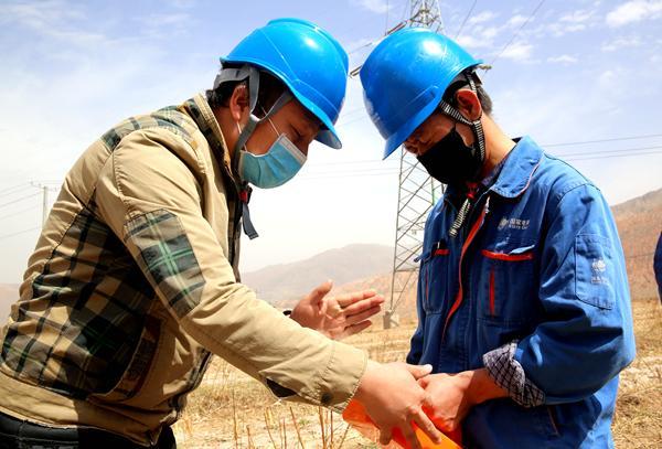 国网黄化供电公司首次采用地下管线测试仪助攻防外破工作