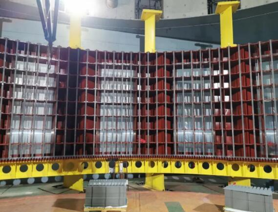 白鹤滩水电站右岸首台百万千瓦机组定子叠片开始