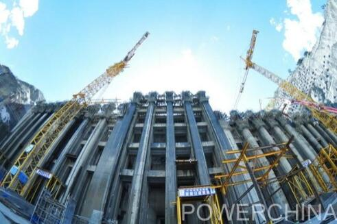 世界最高的电站进水塔全面封顶