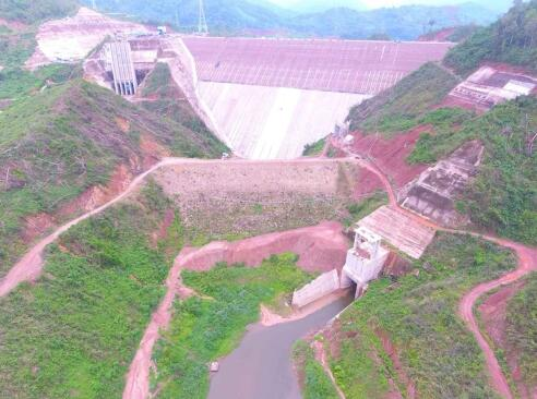 老挝南欧江七级水电站大坝面板一期提前浇筑完成
