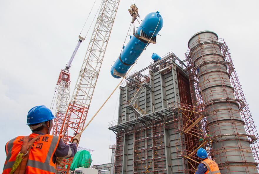 马钢节能减排综合发电工程余热锅炉锅筒吊装就位
