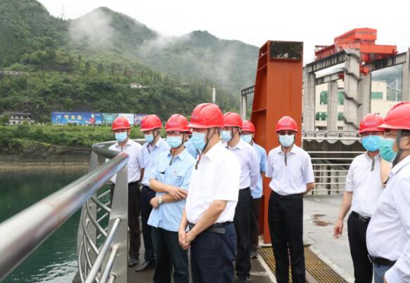 三峡集团党组书记、董事长雷鸣山赴湖北宜昌市调研