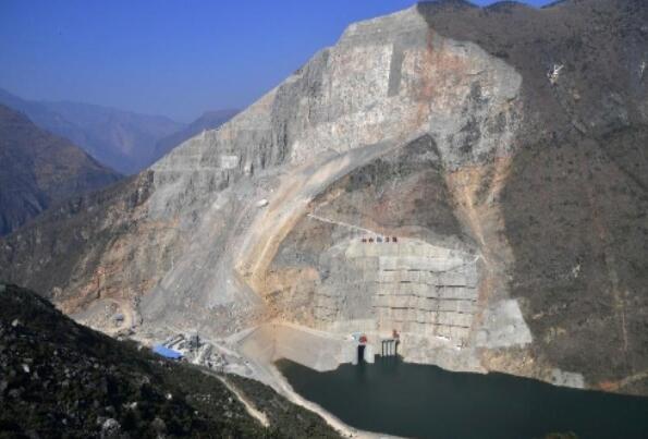 世界首座堰塞坝综合水利枢纽工程投产发电