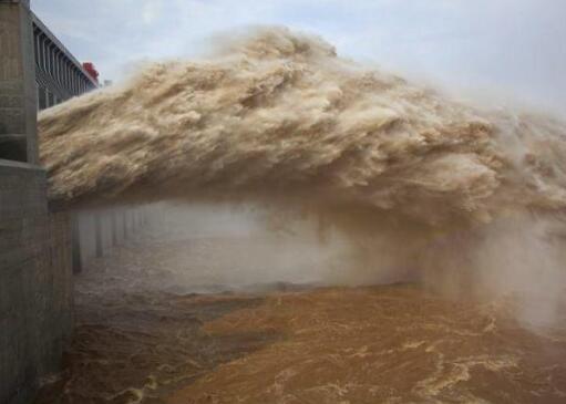 三峡大坝是怎么防洪的,它有可能被超大洪水冲垮吗?