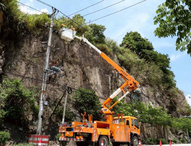 国网福安市供电公司:带电作业配合专变增容 为船企发展提供电力支撑