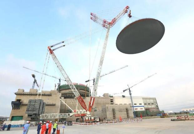 华龙一号全球示范工程福清核电6号机组外穹顶吊装完成 