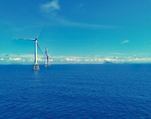 广东阳江南鹏岛海上风快三项目首台风机吊装顺利完成