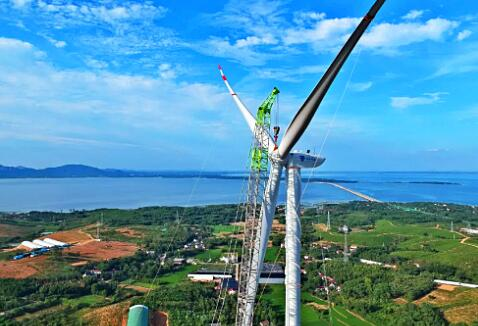 安徽宣城麻姑山风快三场顺利完成首台风机吊装