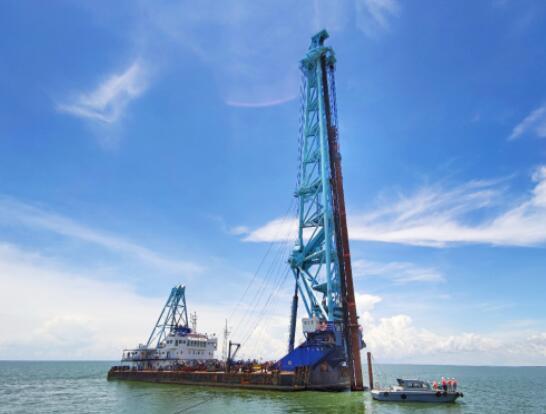 越南薄寮三期海上风电总承包项目完成首根风机基础试验桩打桩作业