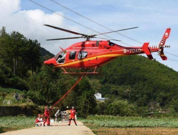 国家电网完成世界首次山地特高压线路直升机带电检修任务