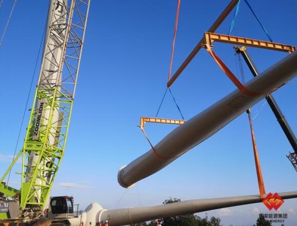 国电电力在江西区域首台风机吊装顺利完成