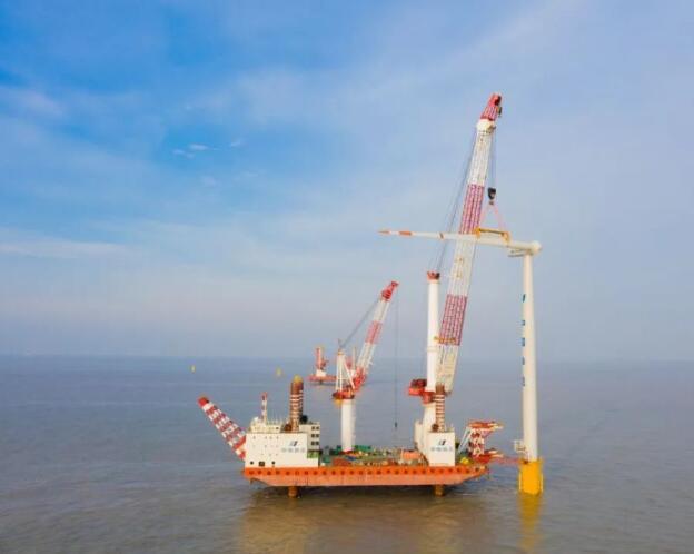 华电重工射阳南H1海上风电项目37台风机全部吊装完成
