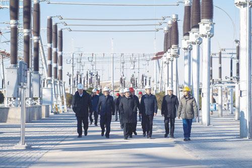 内蒙古电力集团公司董事长、党委书记贾振国深入阿拉善电业局调研