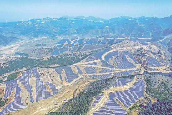 湖北首个风光一体发电项目投入运营