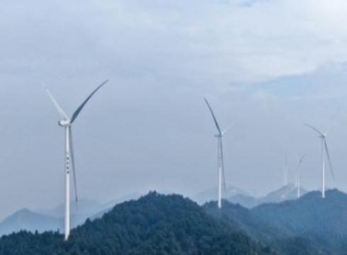 江西省首个智慧风电场项目首批机组并网发电