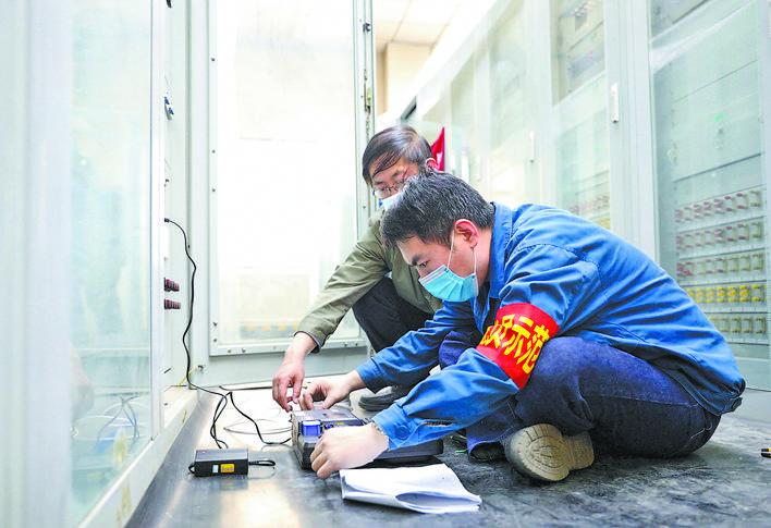 李飞:执着逐梦的继电保护专家