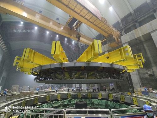 白鹤滩水电站16号机组最后一个大件吊装完成