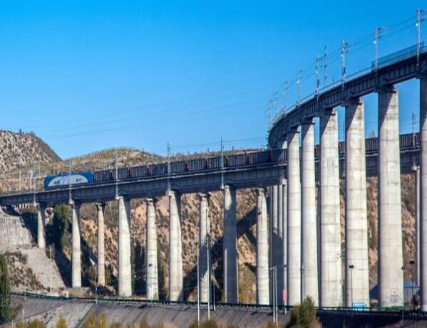 包神铁路集团全线年运量累计突破9000万吨