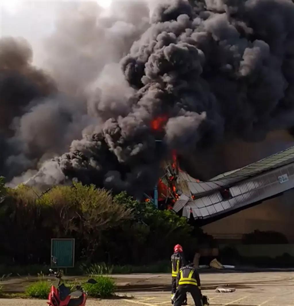 一火力发电厂突发大火!燃煤仓库烧毁坍塌!