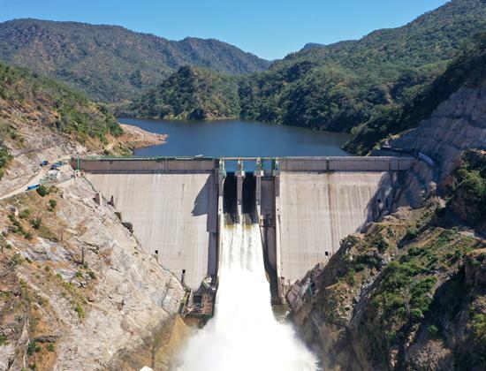 赞比亚下凯富峡水电站首台机组并网发电