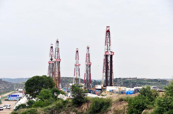 长庆油田建成亚洲陆上最大页岩油水平井平台