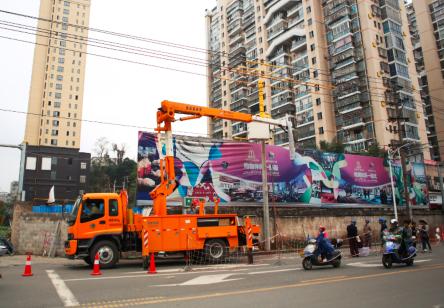 福安:带电立婚礼v婚礼视频力创-中国电用电意电杆居民图片