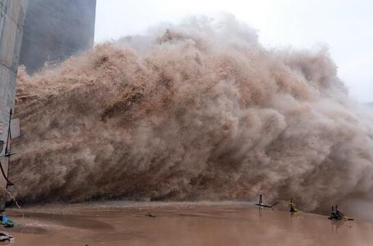 刘家峡水库开启闸门排沙 保机组安全运行