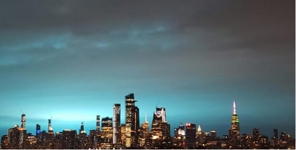 纽约皇后区发电站变压器爆炸 官方辟谣外星人入侵传闻